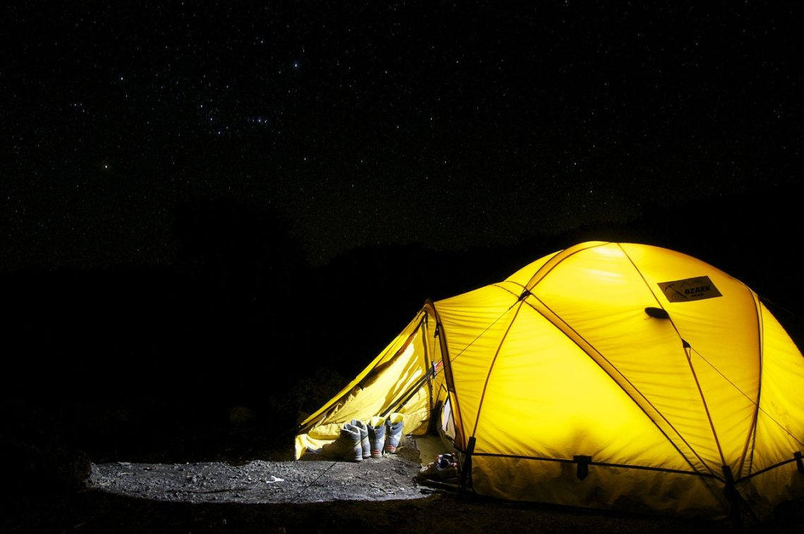 cold weather camping keep warm insulation ground